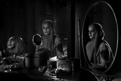 Asphyxia - PersiaFilm-Asphyxia-Movie-01.jpg